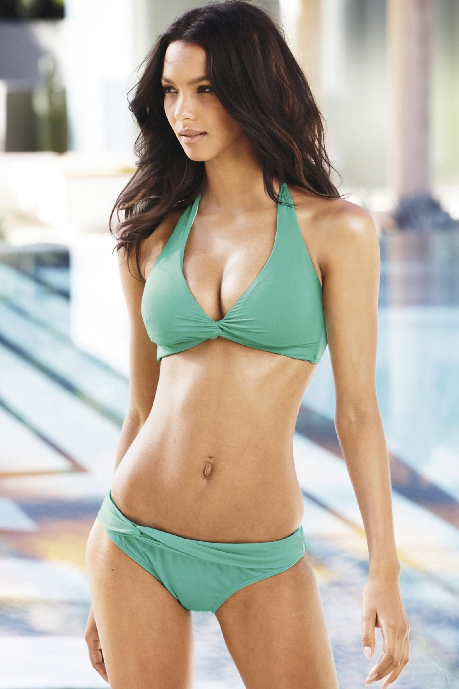 Debora Ribeiro Bikinimodell