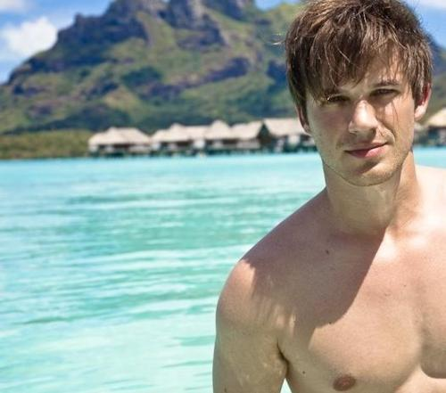 http://images5.fanpop.com/image/photos/28200000/Matt-Lanter-matt-lanter-28200829-500-441.jpg