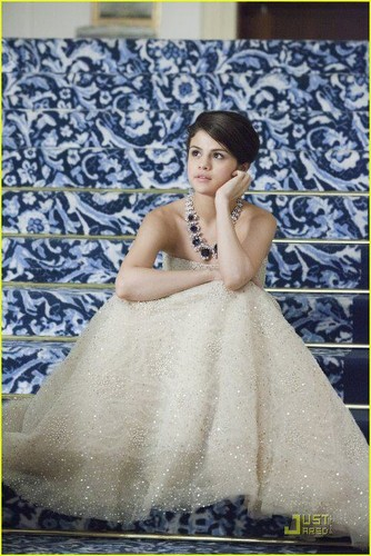 selena gomez wallpaper probably with a gown, a makan malam dress, and a bridesmaid called Monte Carlo <3