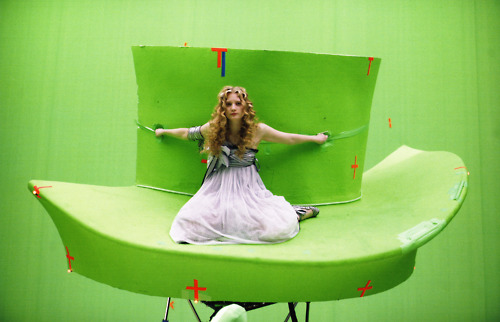 alice no país das maravilhas (2010) wallpaper entitled mais behind of the scenes