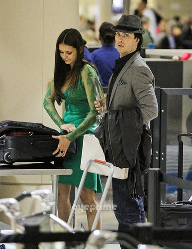 Nian-leaving-people's-choice-awards - the-vampire-diaries-actors Photo