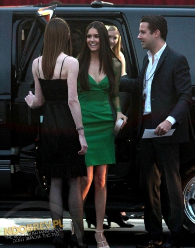 Nina Arriving at the People's Choice Awards