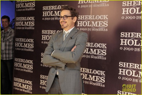 Robert Downey Jr. achtergrond with a business suit entitled Robert Downey, Jr.: 'Sherlock Holmes' in Brazil!