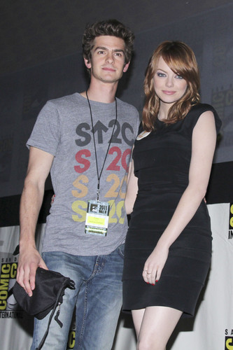Andrew गारफील्ड and Emma Stone वॉलपेपर entitled The Amazing Spider-Man Comic Con