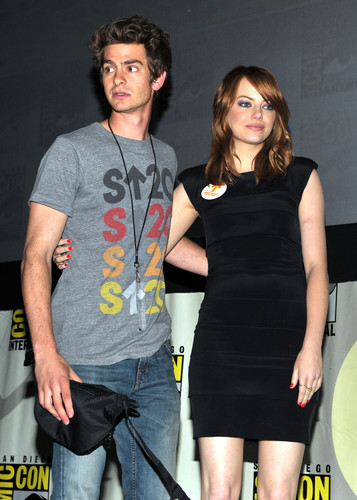 Andrew गारफील्ड and Emma Stone वॉलपेपर titled The Amazing Spider-Man Comic Con
