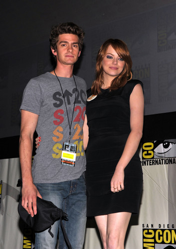 Andrew 加菲猫 and Emma Stone 壁纸 titled The Amazing Spider-Man Comic Con