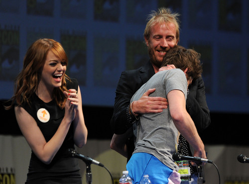 Andrew ガーフィールド and Emma Stone 壁紙 called The Amazing Spider-Man Comic Con
