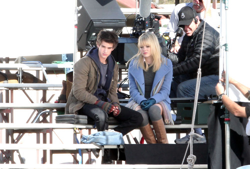 Andrew Garfield and Emma Stone karatasi la kupamba ukuta titled The Amazing Spider-Man set