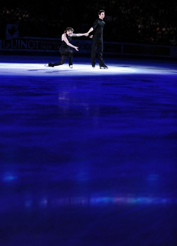 worlds 09 podium - tessa-virtue-and-scott-moir Photo