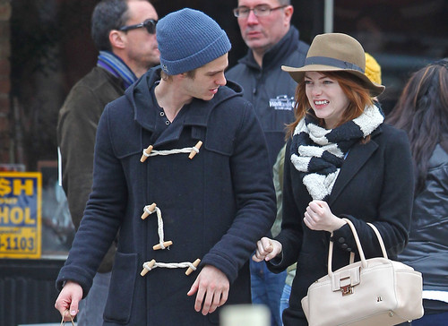 Andrew Garfield and Emma Stone karatasi la kupamba ukuta entitled A&E - Kissing