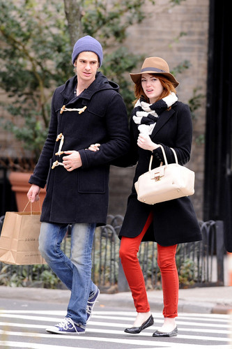 Andrew Garfield and Emma Stone پیپر وال containing a business suit and a well dressed person called A&E - Kissing