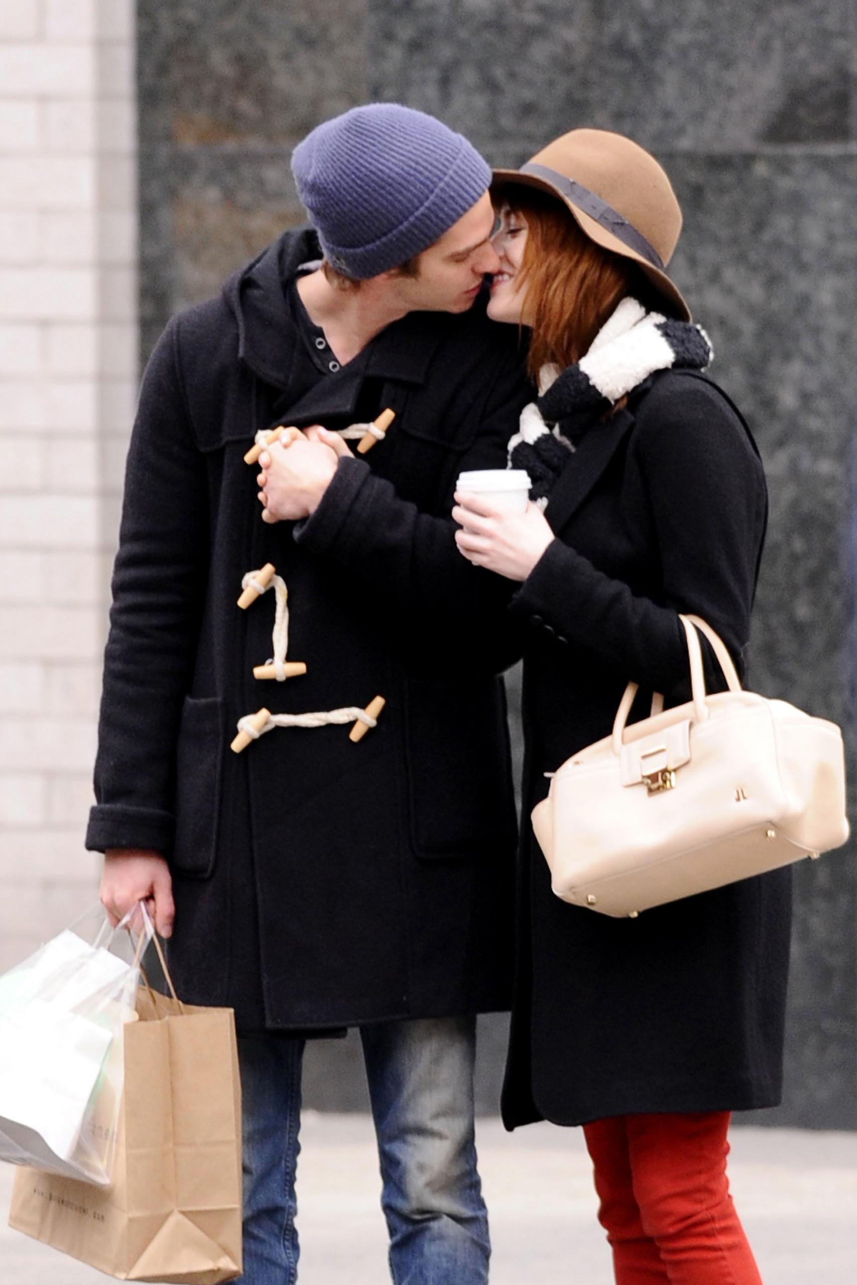 A&E - kissing