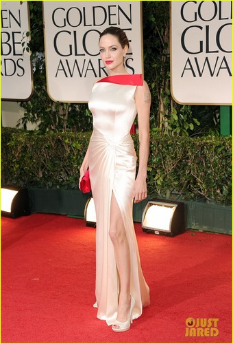 Angelina Jolie: Golden Globes with Brad Pitt!