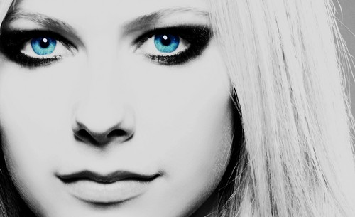 BLUE EYES door Avril Lavigne