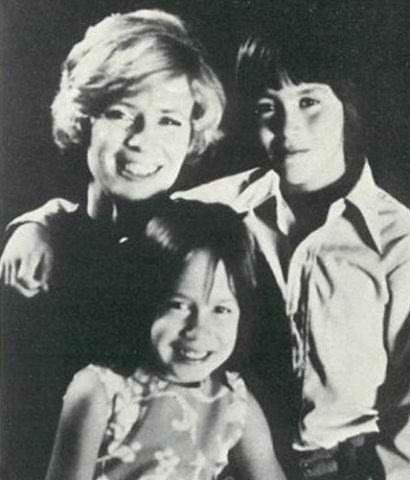 Brandon with his mother+sister - brandon-lee Photo
