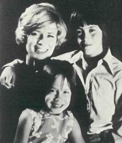 Brandon with his mother+sister - brandon-lee Photo