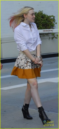 Dakota Fanning: गुलाबी Hair Pretty