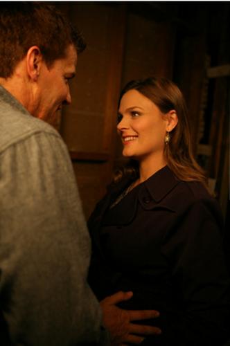 David & Emily - Behind the Scenes 7x06