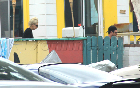 Gaga spotted in San Diego at Taylor's trang chủ