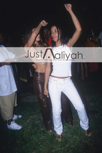 Just-Aaliyah Exclusive ! HQ Happy Bday our エンジェル ! ♥