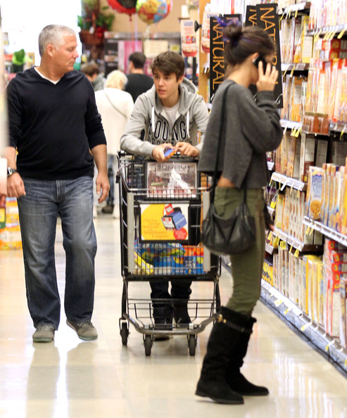 Justin and Selena at grocery store in Encino