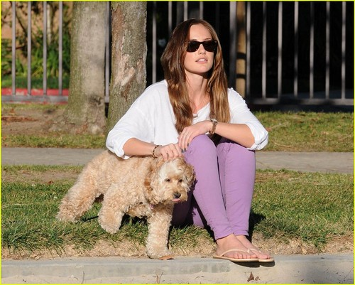 Minka Kelly: Dog jour Afternoon