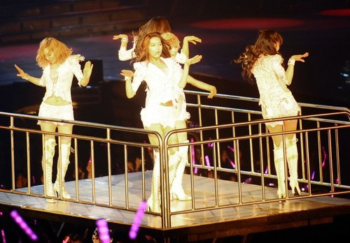 S♥NEISM wallpaper titled SNSD @ Girls Generation 2nd Tour in Hong Kong Concert