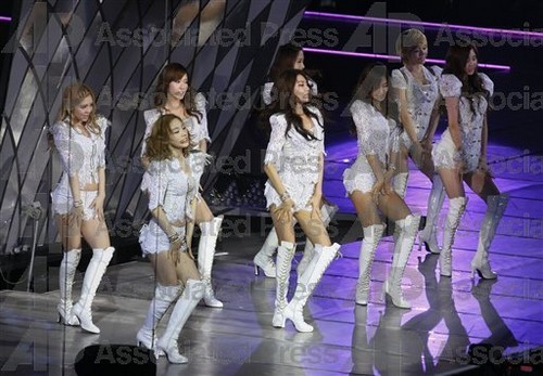 S♥NEISM fondo de pantalla entitled SNSD @ Girls Generation 2nd Tour in Hong Kong concierto