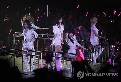 S♥NEISM karatasi la kupamba ukuta entitled SNSD @ Girls Generation 2nd Tour in Hong Kong tamasha