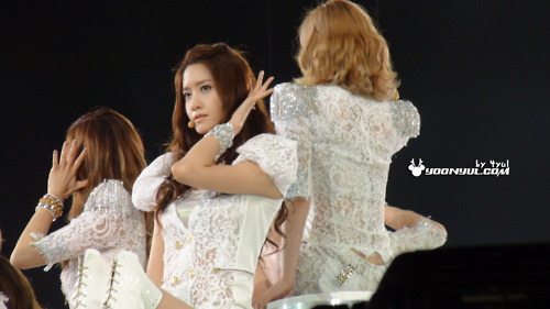 S♥NEISM kertas dinding with a bridesmaid titled SNSD @ Girls Generation 2nd Tour in Hong Kong konsert