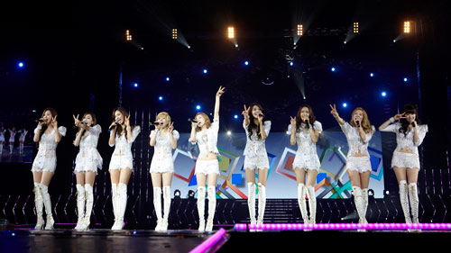 S♥NEISM kertas dinding containing a konsert called SNSD @ Girls Generation 2nd Tour in Hong Kong konsert