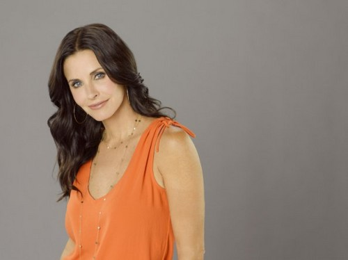 Cougar Town Hintergrund probably with a bustier, attractiveness, and a cocktail dress titled Season 3 - Cast Promotional Fotos - Courteney Cox