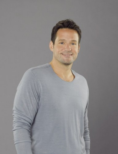 Season 3 - Cast Promotional foto - Josh Hopkins