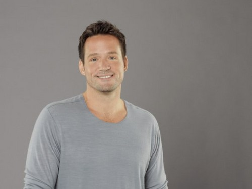Cougar Town wallpaper containing a jersey titled Season 3 - Cast Promotional Photos - Josh Hopkins
