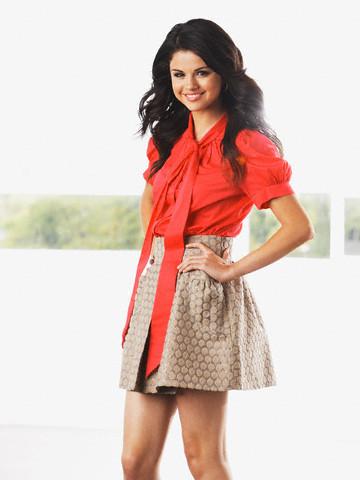 Selena in skirt! <3