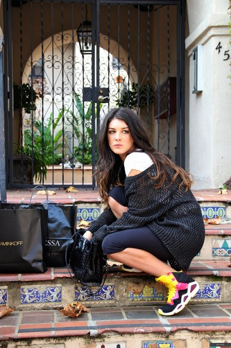 Shenae Grimes wallpaper with a sign titled Shenae Grimes