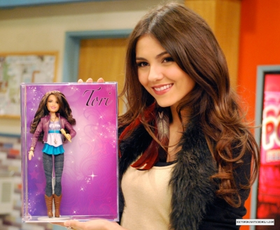 Victoria Justice with her doll! <3