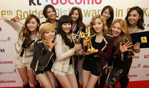 YURI SNSD @ Golden Disk Award Performance