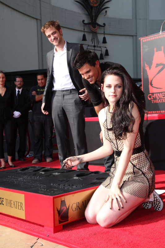 Robert Pattinson, Kristen Stewart & Taylor Lautner From The Handprint Ceremony