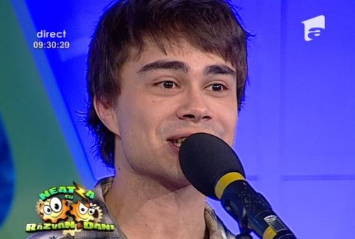"Alex on the Romanian TV दिखाना ""Neatza cu Razvan si Dani"" 19/1/12 ;)"