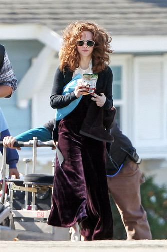 Amanda Seyfried Snacks on Set