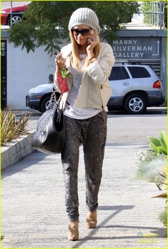 Ashley Tisdale: 'Thanks Los Angeles fogo Department!'
