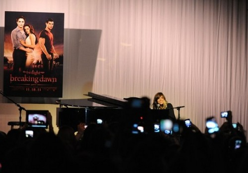Breaking Dawn Part 1 konsiyerto Tour in Atlanta November 7, 2011