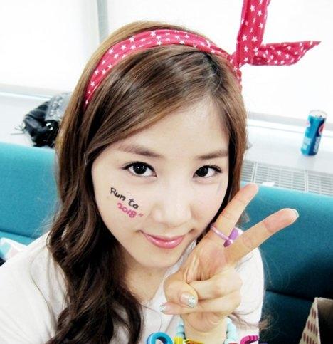 http://images5.fanpop.com/image/photos/28400000/Cho-Rong-a-pink-k-pop-28466867-468-483.jpg