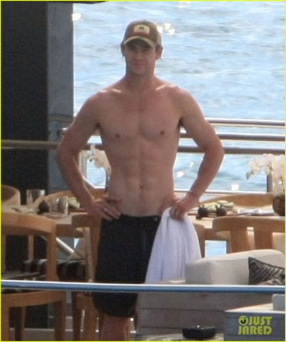 Chris Hemsworth & Elsa Pataky: 海滩 Fun in the Sun!