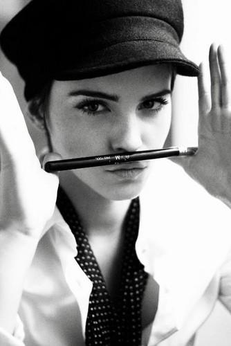 Emma Watson Photoshoot door Harry Crowder