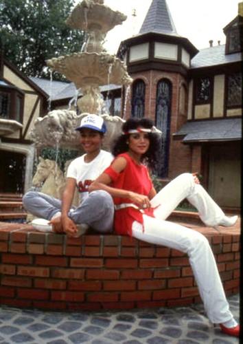 Janet & LaToya in front of Hayvenhurst 1982