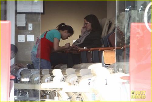 Jennifer Garner: Nail Salon Stop in Santa Monica