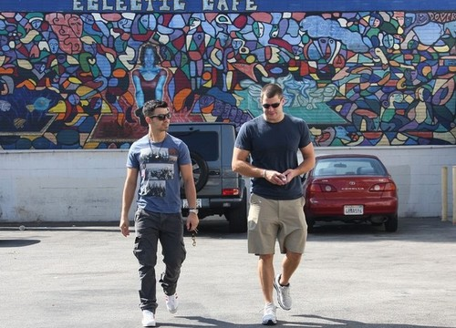 Joe Jonas:Gerard Butler Out in Malibu