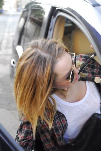 Miley And Her vrienden Out For Lunch In Hollywood
